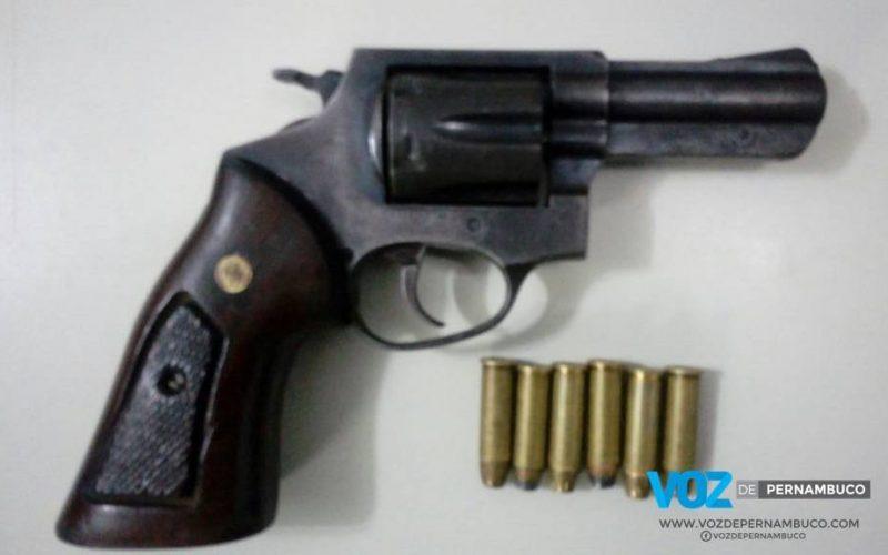 Homem é detido com arma em Paudalho