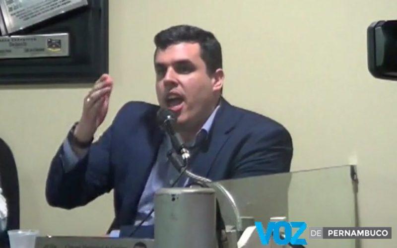 Diogo Prado doará salário de vereador para instituições sem fins lucrativos em Carpina e desafia Antonio Resende