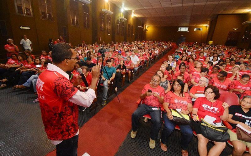 Trabalhadores em Educação decretam greve em Pernambuco
