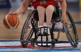 basketbal-na-voziku-lopta
