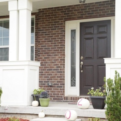 Tips for creating a modern Fall front porch from Home & Garden Editor Emily Kennedy