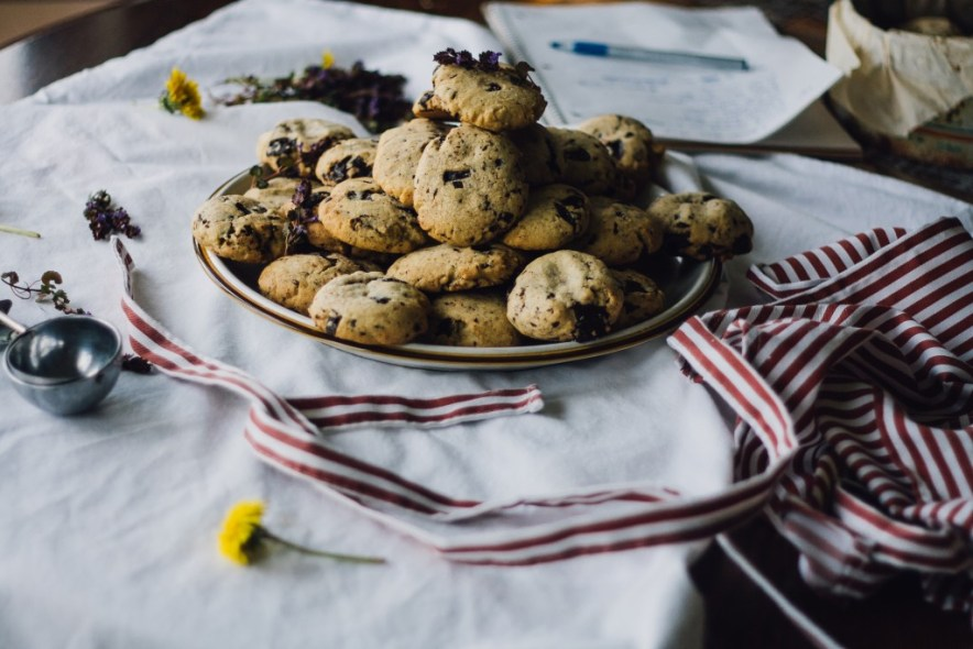 Healthy-er Chocolate Chip Cookies -- VRAI Magazine