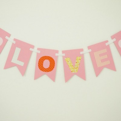 Make this sweet washi tape banner for Valentine's Day! Tutorial included.