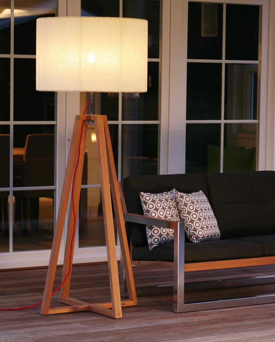 lampadaire design en bois pied en double trapeze etancheite ip55