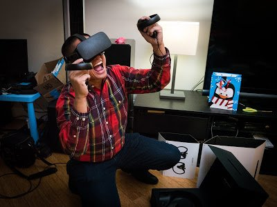 Guy enjoying free games on the oculus rift