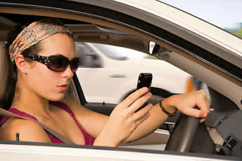 https://i1.wp.com/www.vrdriversim.com.au/wp-content/uploads/2017/03/Distracted_Driver-Female_10.jpg?w=1040&ssl=1