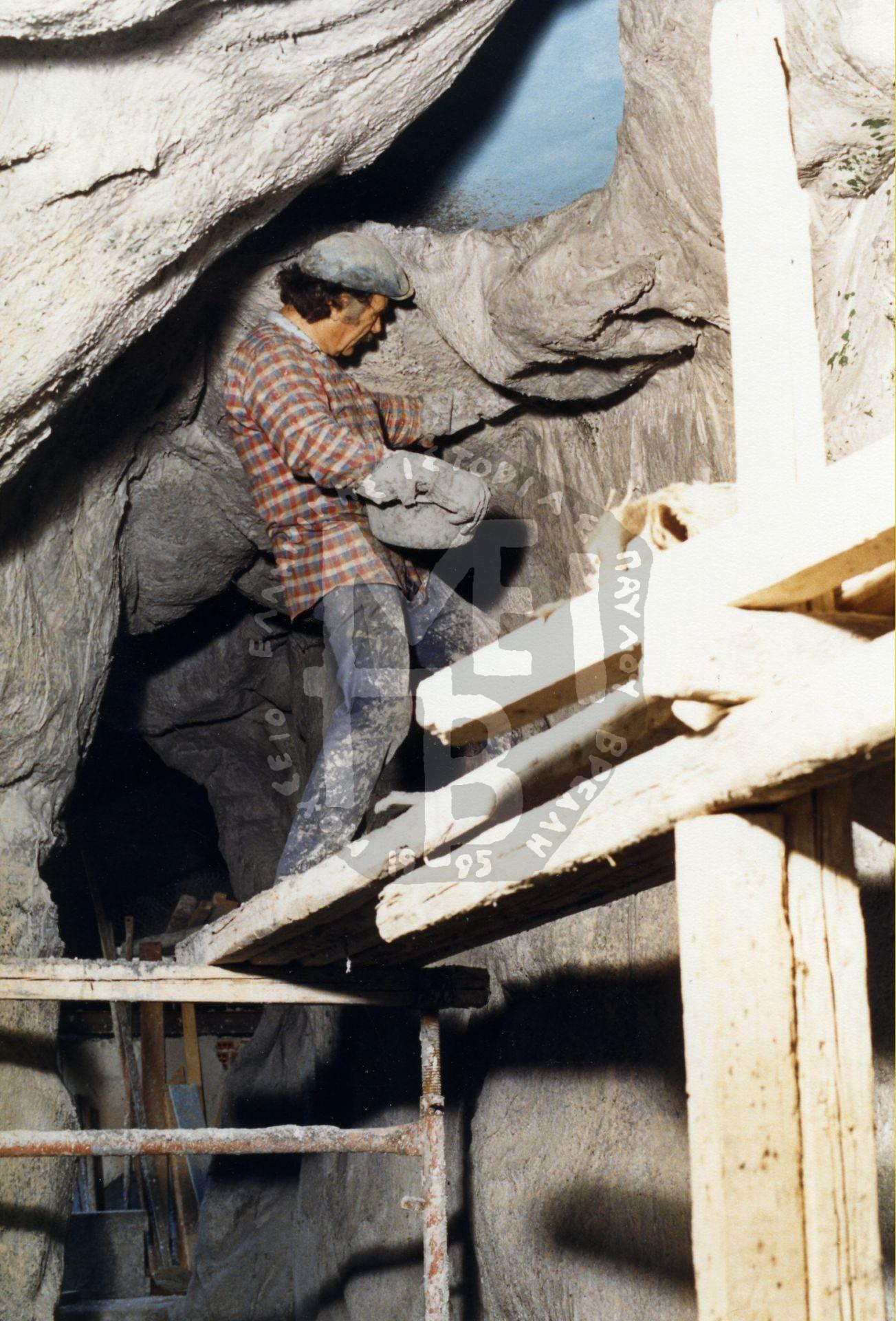 Δουλεύοντας τα βράχια των οροφών – πρώτο στάδιο