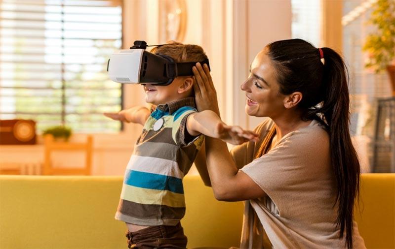 Вікове обмеження 13 років і більше: жорстке правило чи пропозиція у використанні віртуальних окуляр для вашої дитини дитини?