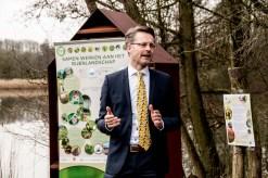 Wethouder Paalvast bij opening insectenhotel Natuurtuin Zoetermeer