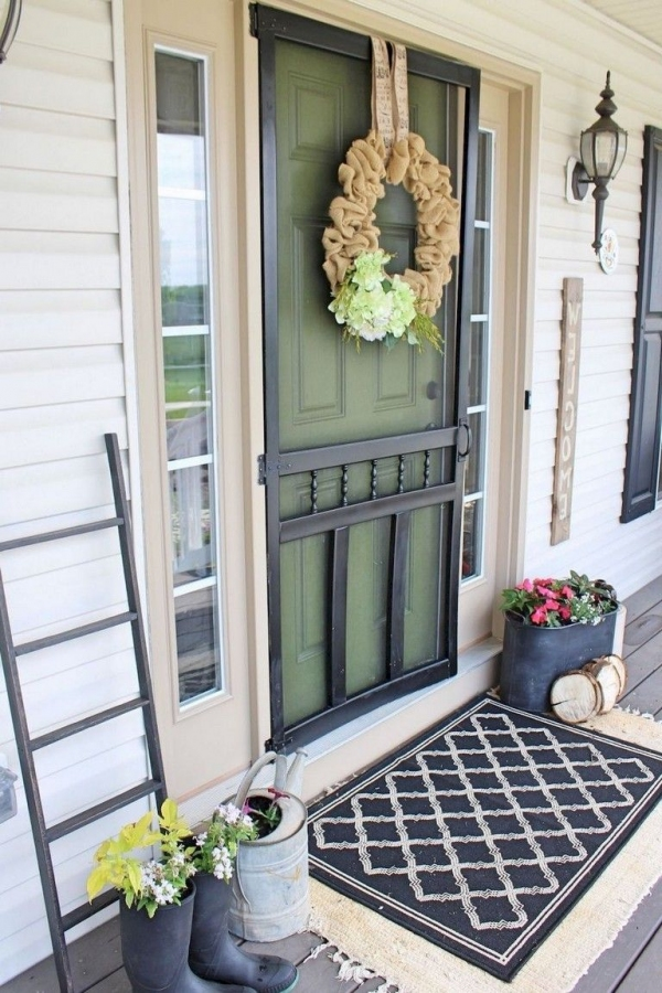 79 Beautiful Farmhouse Front Porches Decorating Ideas-4009