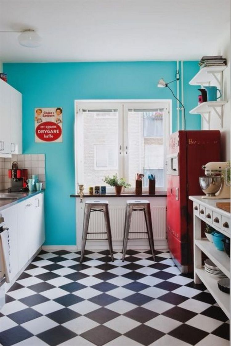 Tips For Creating Beautiful Black Or White Retro Themed Kitchens 7
