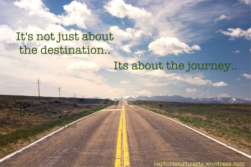 Quote boven een lege snelweg: It's not just about the destination, but the journey
