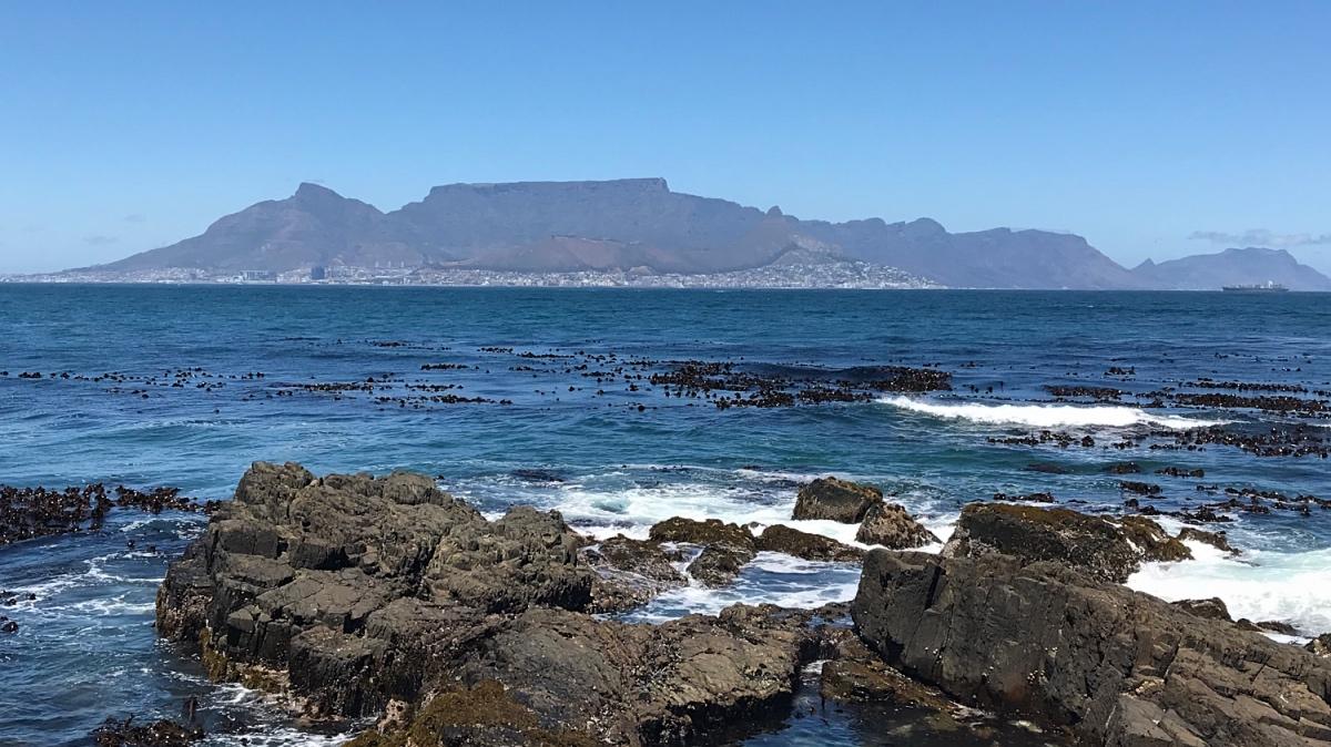 Uitzicht op de Tafelberg en Kaapstad vanaf Robbeneiland