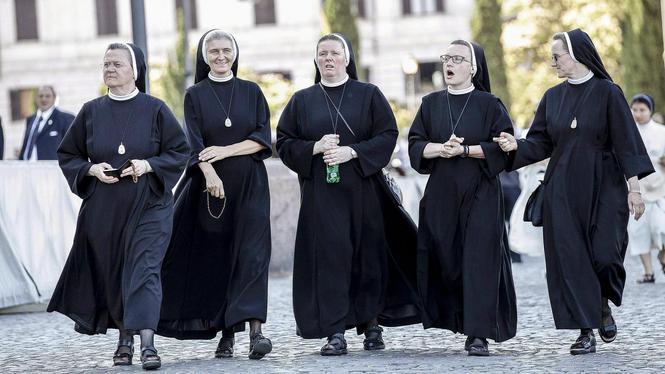 Nonnen protesteren tegen uitbuiting door mannelijke geestelijken