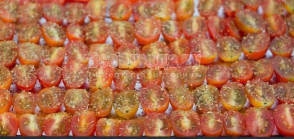 Запеченные помидоры черри в духовке. Рецепт с пошаговыми ...