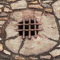 ilustrace: středověká kanalizace (zde Kutná Hora)