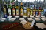 Десятки оливковых масел с разными травяными добавками