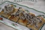 Блинчики с мясом и жареными грибами