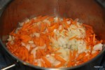 Обжариваем лук, морковь и сельдерей