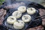 Сыр проволоне на открытом огне