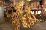 Карета португальского посла в Ватикане украшена позолоченными фигурами Атлантического и Индийского океанов