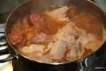 Чорисо , свиную рулька и свиные ребра отвариваем в кипящей воде