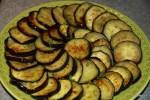 Выкладываем баклажаны на блюдо и заливаем маринадом