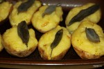 Картофель, запеченный с чесноком и утиным жиром