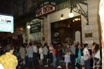 Перед кафе Тортони в Буэнос-Айресе всегда стоит очередь