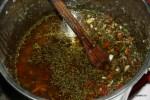 На рынке Монтевидео соус чимичурри готовят ведрами. Уругвай