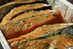 Покрываем рыбу маринадом