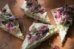 Сандвич с тунцом и маринованным луком