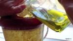 Вливаем масло тонкой струйкой