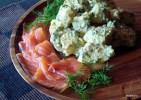 Салат из молодого картофеля с подкопченой форелью