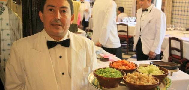 Официанты из легендарного мадридского ресторана Botin. Вся Соль