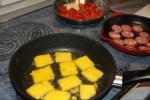 Приготовление закуски из паленты с колбасой
