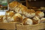 Фермерский хлеб на рынке Эль Фонтан в Овьедо, Астурия