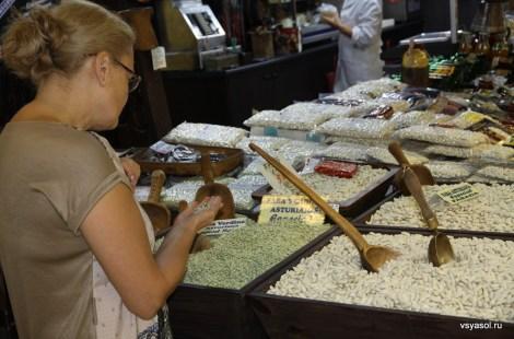 В разных сортах астурийской фасоли недолго и запутаться. Рынок Эль Фонтан, Овьедо