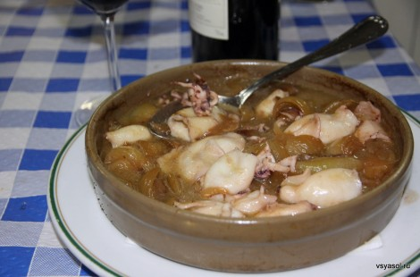 Chipirones, маленькие кальмарчики, тушеные с луком. Casa Ramon, Овьедо, Астурия