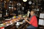 Завтрак в мадридском баре La Catedral