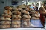 Хлеба из Галисии на воскресном рынке в Мадриде