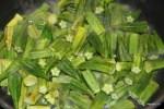 Обжариваем бамию в растительном масле