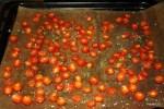 В горячую духовку ставим на ночь противень со свежими помидрами