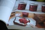 Лиана Крисофф пишет о домашних консервах и о том, с чем их едят