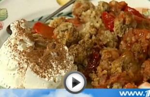 Видео рецепт приготовления пирога с ревенем и клубникой | Вся Соль
