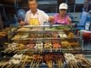 Все многообразие малайзийских сатеев в уличном кафе