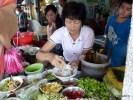 Чтобы поесть, на Пинанге выбирают не ресторан, а лоток на улице