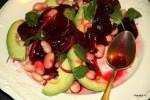 Салат с запеченной свеклой, авокадо и белой фасолью