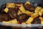 Заливаем жареный тофу и шиитаке бульоном