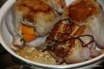 Обжариваем фаршированных цыплят в смеси оливкового и сливочного масла